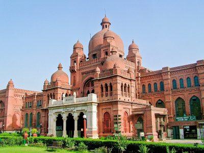 1200px-Lahore_Museum,_Lahore